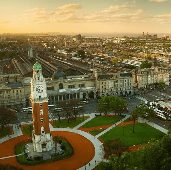 Vista aérea de la Torre de los Ingleses y la Estación Retiro